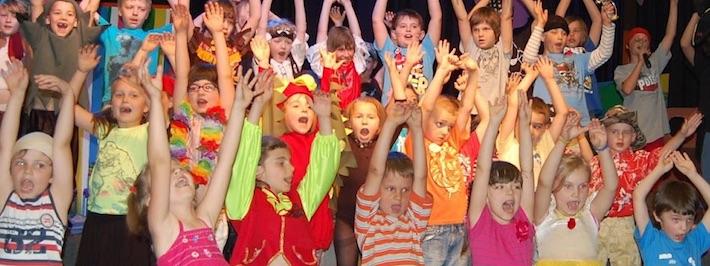 copii-cantand